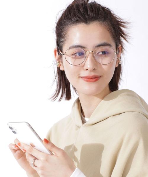 ラウンドメガネ女性の写真
